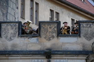 Clad in medieval attire, a brass quartet serenades those at the Mala Strana end of the Charles Bridge.